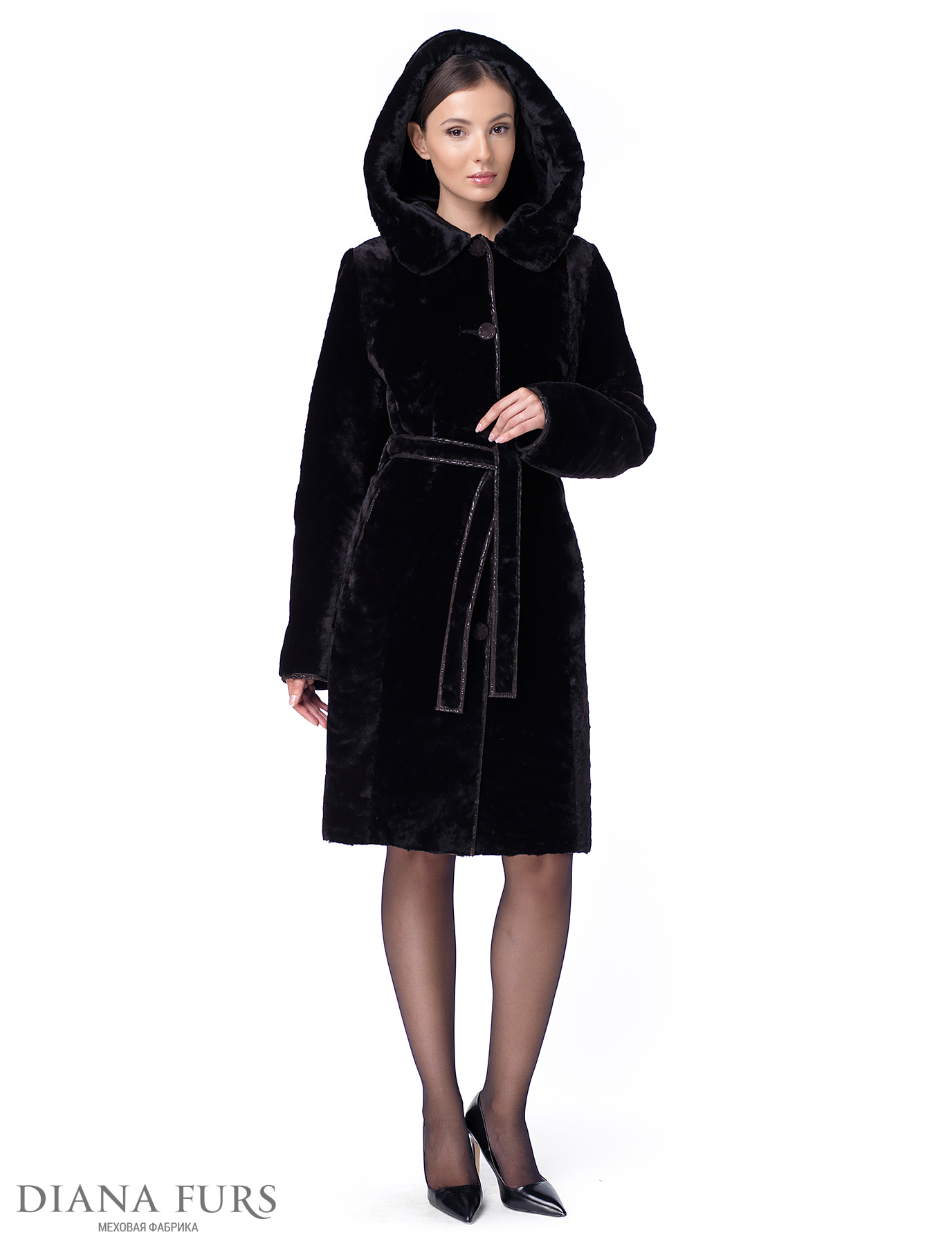 Стильное зимнее женское пальто